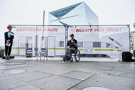 """Protest- und Launchaktion des neuen Service """"Entschädigung bei Barriere"""" im Zugverkehr"""